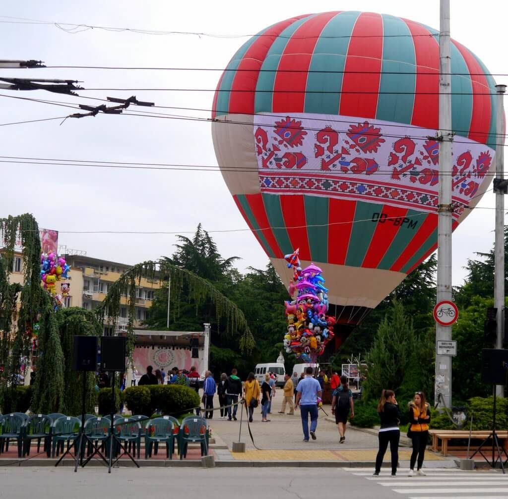 Balloon with Bulgarian folklore ornaments being raised on the day of the Rose Festival Parade