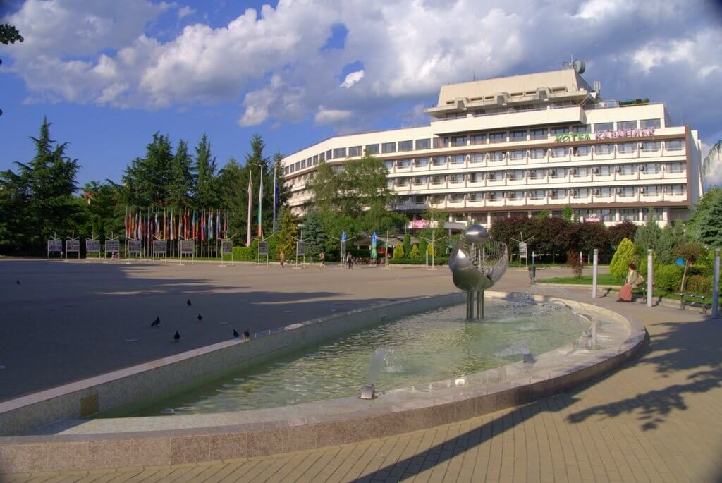 Seuthopolis, the square of Kazanlak with hotel Kazanlak and the square's fountain